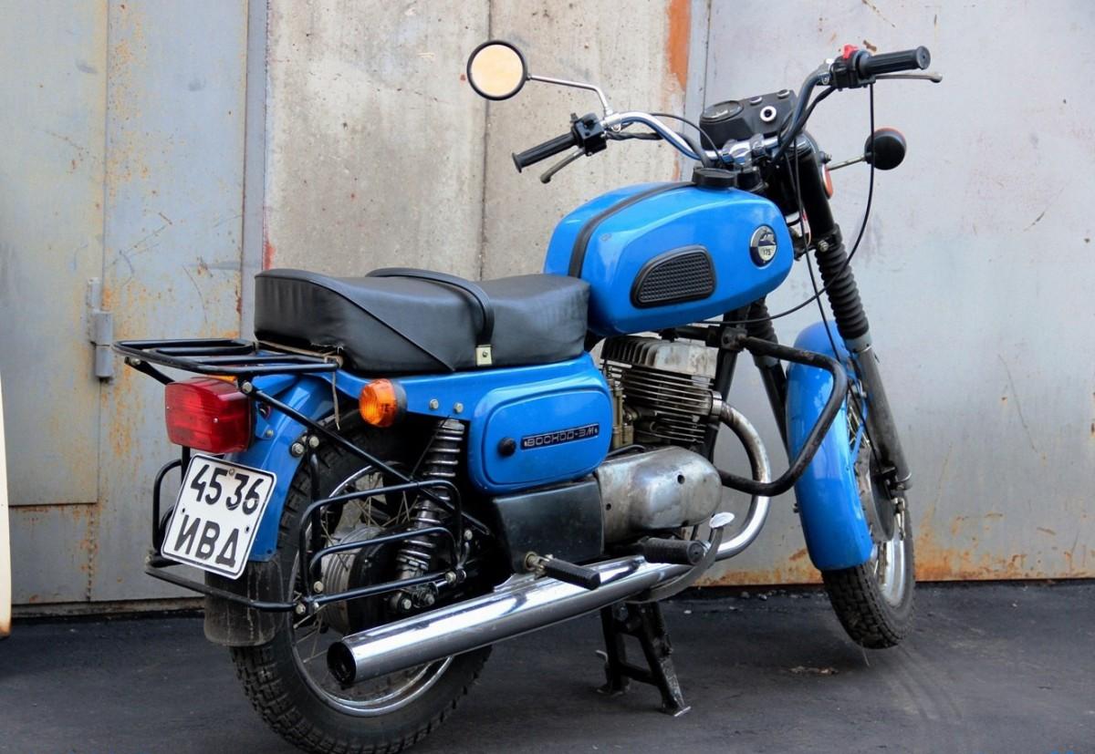 Мотоцикл «Восход» сзади